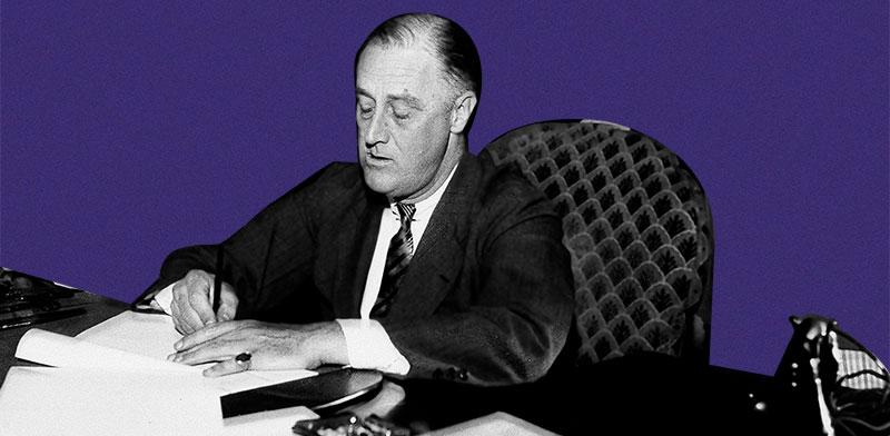 """פרנקלין רוזוולט חותם על ה""""ניו דיל"""". תוכנית רעה?  לא ממש / צילום: Associated Press"""