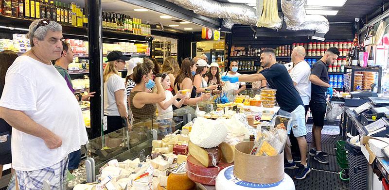 Carmel Market in Tel Aviv / Photo: Bar Lavi , Globes