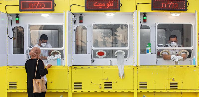 תחנה לבדיקת קורונה בישראל / צילום: Oded Balilty, Associated Press