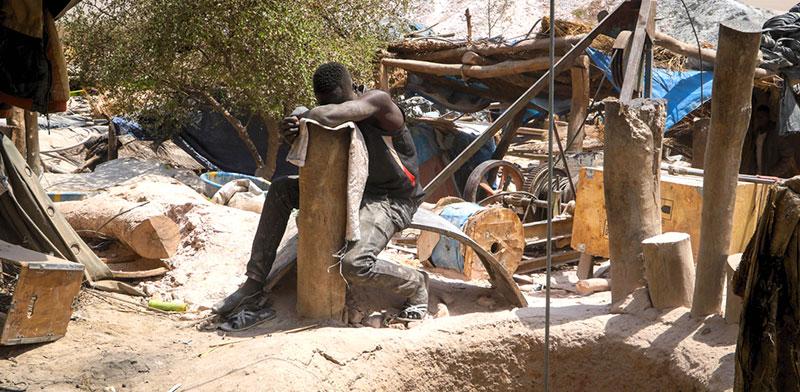 כורה זהב בבורקינה פאסו במערב אפריקה  / צילום: Sam Mednick, Associated Press