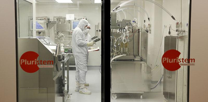 המעבדה של פלוריסטם. מזכר ההבנות נותן לחברה גישה למטופלים   / צילום: Baz Ratner , רויטרס