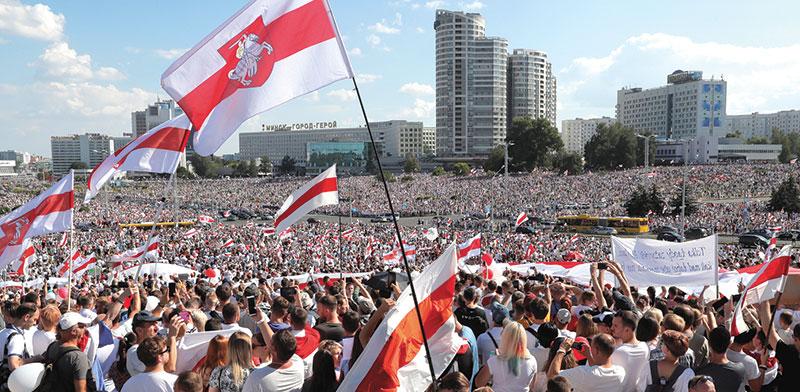 """עשרות אלפי מתנגדי לוקשנקו מוחים במינסק נגד תוצאת הבחירות ש""""זויפו"""", לטענתם, השבוע / צילום: VASILY FEDOSENKO, רויטרס"""