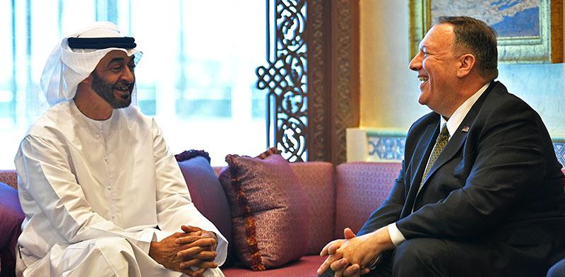 מזכיר המדינה פומפאו (מימין) ויורש העצר של איחוד האמירויות מוחמד בן זאיד (משמאל) / צילום: Mandel Ngan, רויטרס