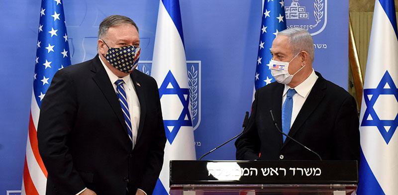 בנימין נתניהו ומזכיר המדינה האמריקאי מייק פומפאו / צילום: Debbie Hill, Associated Press