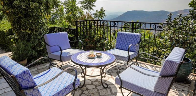מרפסת מלון רות צפת מרשת מלונות דן  / צילום: אייל מריליוס
