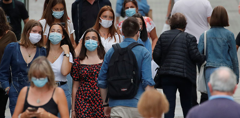 רחובות העיר נאנט. בצרפת נרשמו יותר מ-5,000 מקרי הדבקה ביום, והחשש מסגר נוסף שוב עולה / צילום: Stephane Mahe, רויטרס