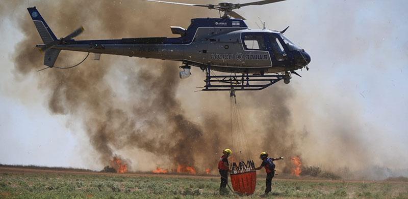 כיבוי שריפות בשדות של עוטף עזה / צילום: אלי כהן, דוברות כבאות והצלה מחוז דרום