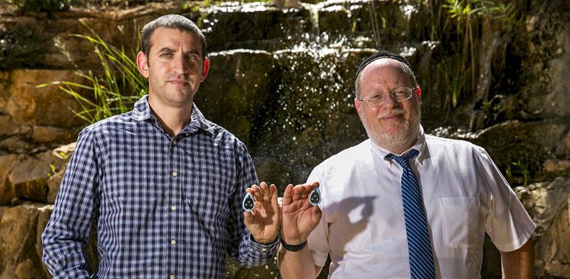 """ד""""ר אלן באואר (מימין) ונתנאל רייש, מייסדי חברת """"לשתות"""" / צילום: אוליביה פיטוסי, הארץ"""