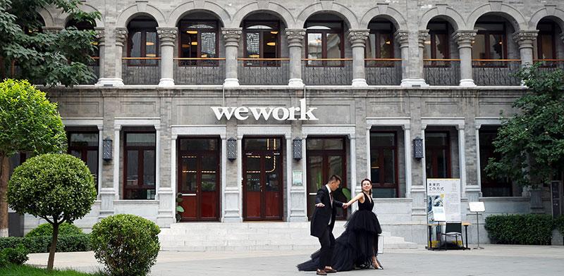 WEWORK בייג'ין. מצמצמת החזקותיה בסין / צילום: Thomas Peter, רויטרס