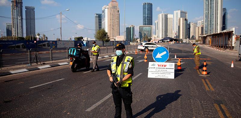 אכיפה משטרתית במהלך ימי הסגר / צילום: Oded Balilty, Associated Press