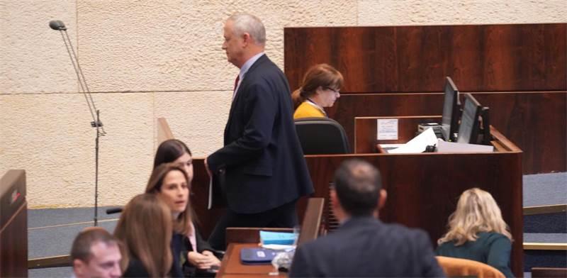 בני גנץ עוזב את מליאת הכנסת / צילום: דוברות הכנסת - עדינה ולמן