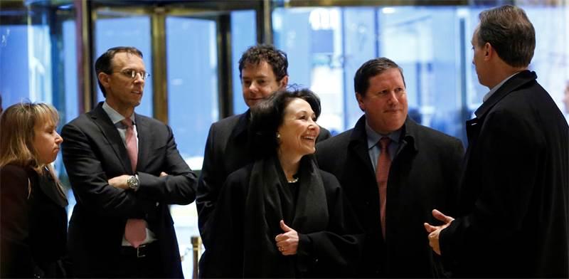 """מנכ""""לית אורקל ספרא כץ ולוביסט־העל קנת גליק (מימין). מאמצי לובי בסכומי עתק נגד המתחרות / צילום: רויטרס, Andrew Kelly"""