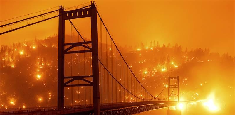 גשר בידוול בר בקליפורניה, בשבוע שעבר צילום: AP-Noah Berger