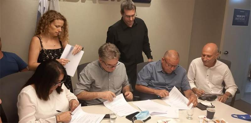 Signing of agreement at El Al / Photo: Histadrut spokesperson