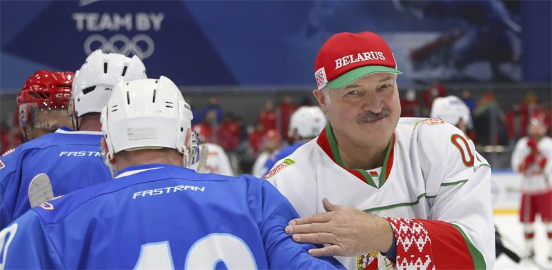 נשיא בלארוס במשחק הוקי / צילום: אנדריי פוקומייקו, AP