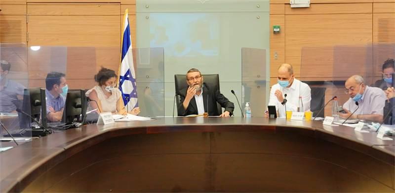 דיון בוועדת הכספים על הכנת החוק לתמרוץ מעסיקים להחזרת עובדיהם / צילום: שמוליק גרוסמן, דוברות הכנסת