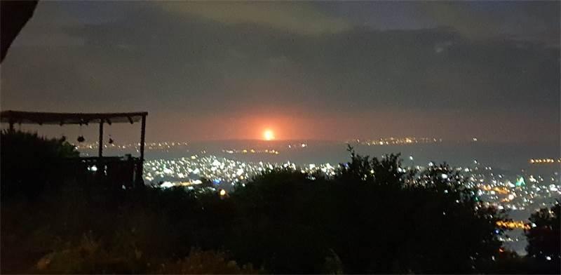 לפיד החירום דולק מעל אסדת לוויתן / צילום: איריס אשוח