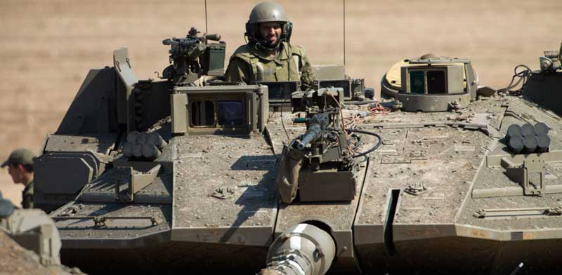 """צה""""ל בפעילות מבצעית בגבול רצועת עזה / צילום: AP Photo Ariel Schalit"""
