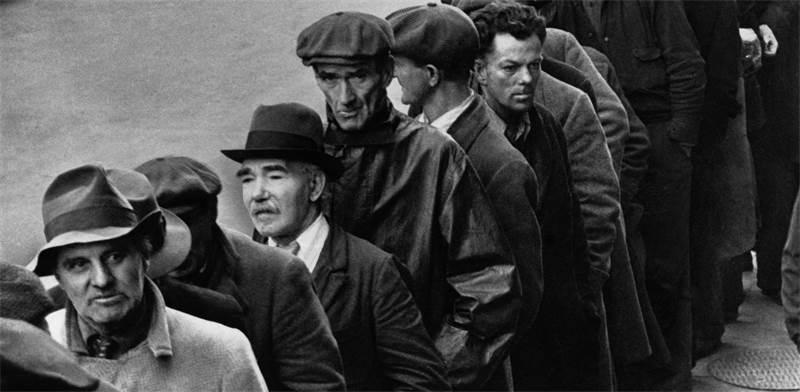 """מבקשי עבודה בניוארק, ניו ג'רזי, בזמן """"השפל הגדול"""", 1935 / צילום: AP Photo, AP"""