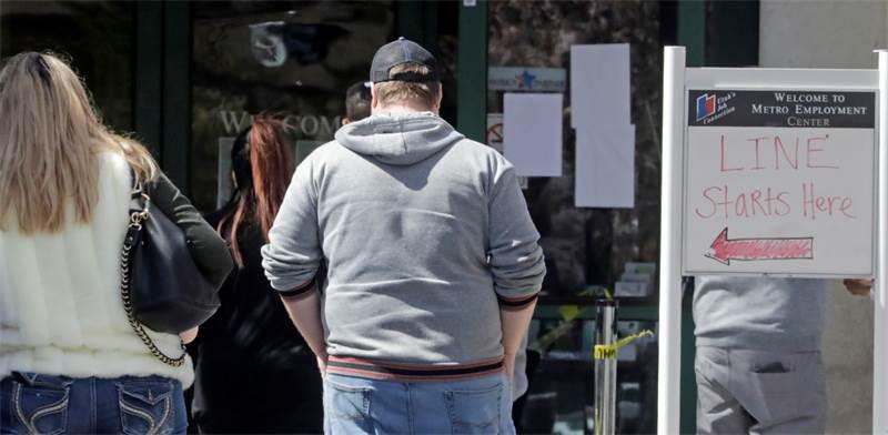 תור משתרך מחוץ לשירות התעסוקה ביוטה / צילום: Rick Bowmer, AP