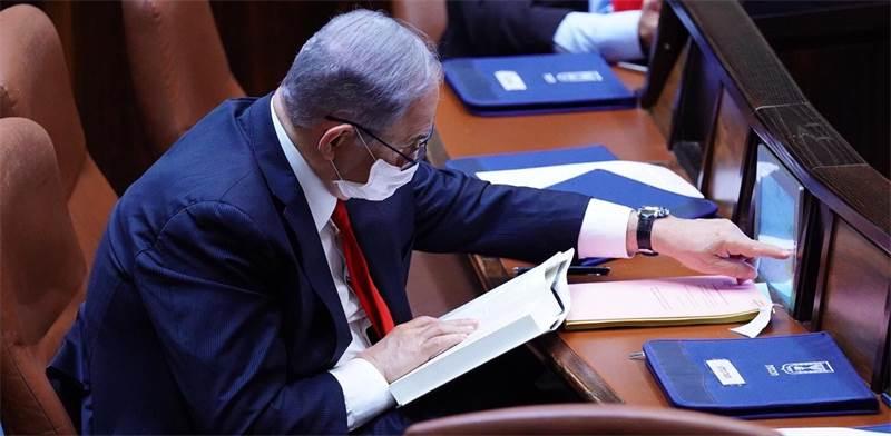 בנימין נתניהו מצביע במליאת הכנסת / צילום: עדינה ולמן, דוברות הכנסת