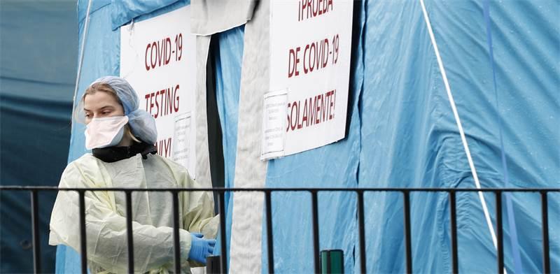 """אוהל לבדיקת חולי קורונה בבית חולים בניו יורק, ארה""""ב / צילום: Kathy Willens, AP"""