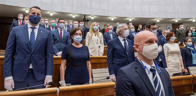 מושב פתיחת הפרלמנט הסלובקי / צילום: מיכל סוויטוק, AP