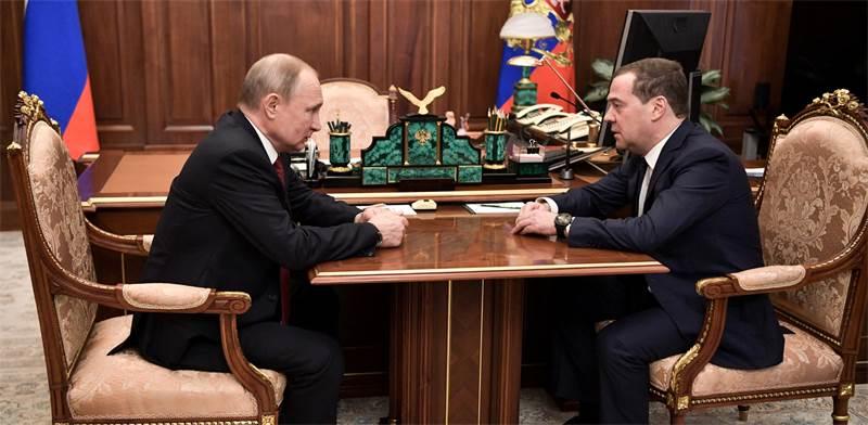 דמטרי מדבדב וולדימיר פוטין בפגישה היום / צילום: Sputnik, רויטרס
