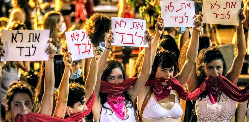 מפגינות בכיכר הבימה. הערב / צילום: שלומי יוסף, גלובס