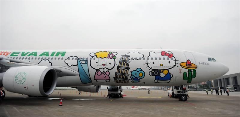 מטוס הלו קיטי של EVA AIR / צילום:  Bu yu, רויטרס