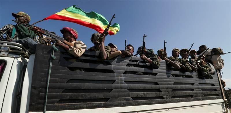 לוחמי מליציות עממיות באתיופיה בדרך למחוז טיגרי / צילום: Tiksa Negeri, רויטרס