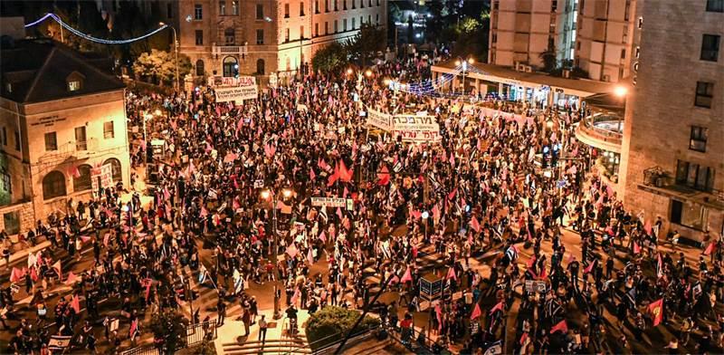 Demonstrators in Jerusalem's Paris Square, near Balfour Street / Photo: בן כהן