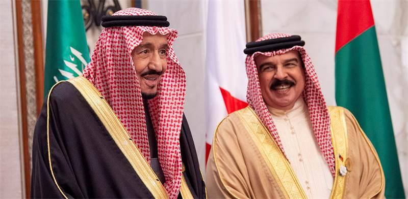 מלך בחריין, חאמד בן עיסא אל ח'ליפה, עם מלך סעודיה, סלמאן / צילום:  Bandar Algaloud/Courtesy of Saudi Royal Court, רויטרס