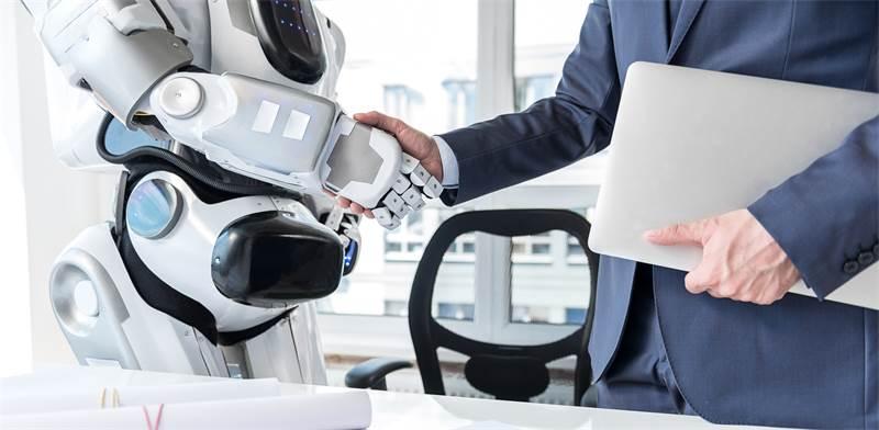 רובוטים מסנני קורות חיים / צילום: שאטרסטוק