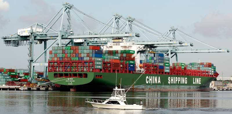 אונייה סינית מביאה סחורה לנמל קליפורניה. / צילום: רויטרס -  Lucy Nicholson