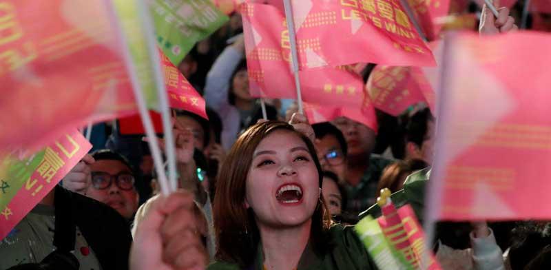 תומכי הנשיאה הנבחרת צאי ינג וון / צילום: רויטרס, Tyrone Siu