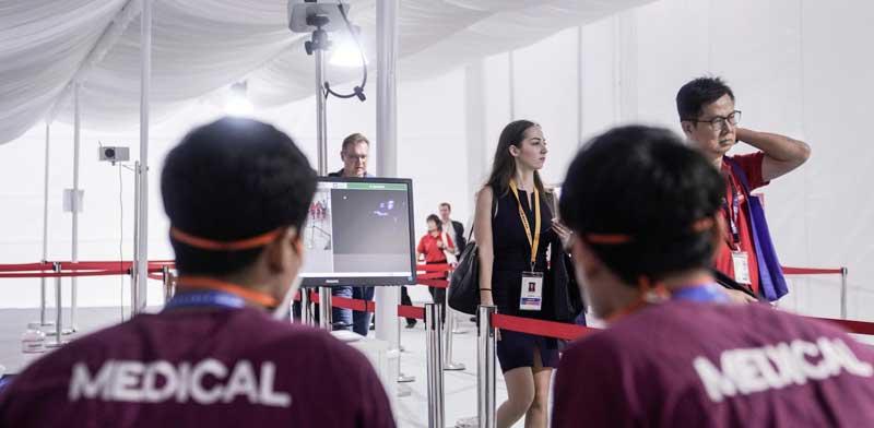 בדיקת נדבקים בקורונה בסינגפור / AP Danial-Hakim