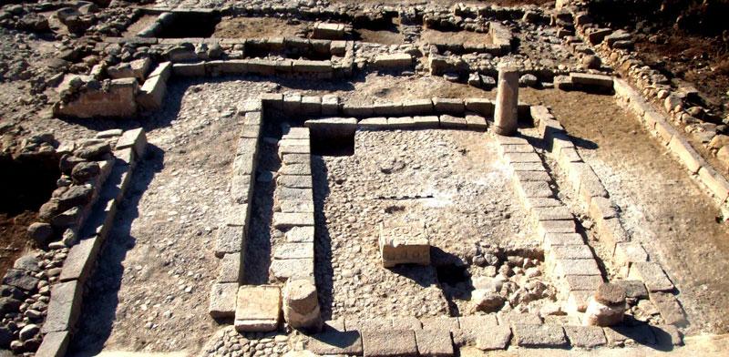 שרידי בית הכנסת במגדלא / צילום: IAA