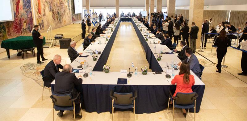 בנימין נתניהו שולחן ישיבת הממשלה / צילום: אוהד צויגנברג ידיעות אחרונות