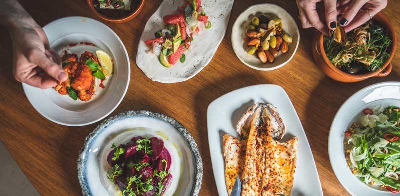 מבחר מאכלי דגים משאראק /  צילום: שני בריל