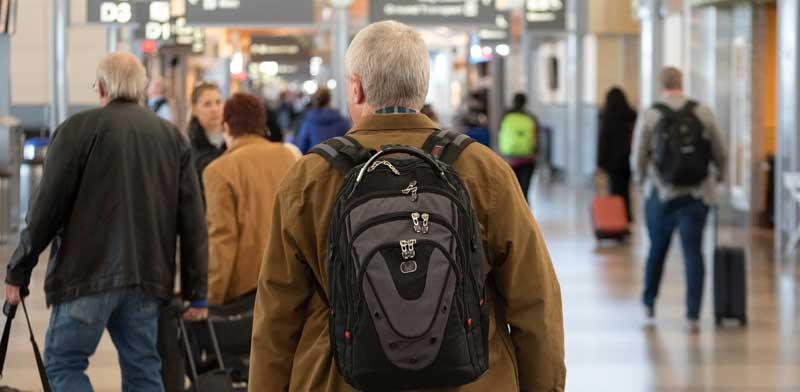 אזרחים ותיקים בשדה התעופה / צילום: Shutterstock