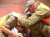 יאיר וחיילים / צילום: יד עזרא ושולמית- אירגון עזרה וחסד - מתוך הפייסבוק