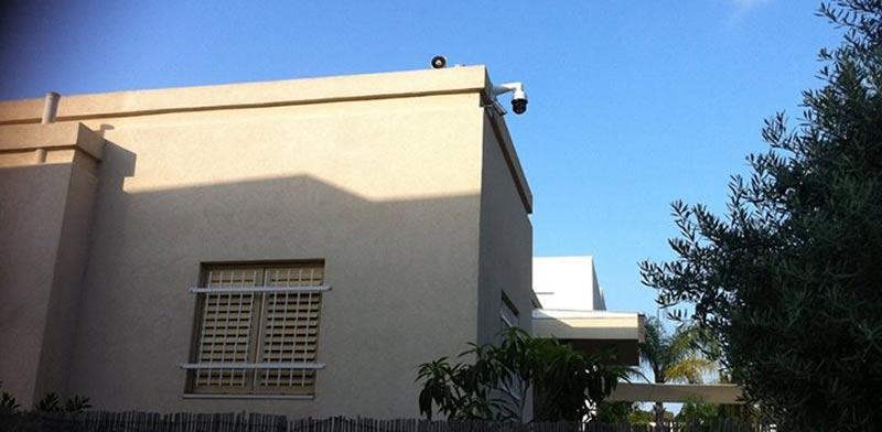 הרמקול על גג הווילה / מתוך הפייסבוק